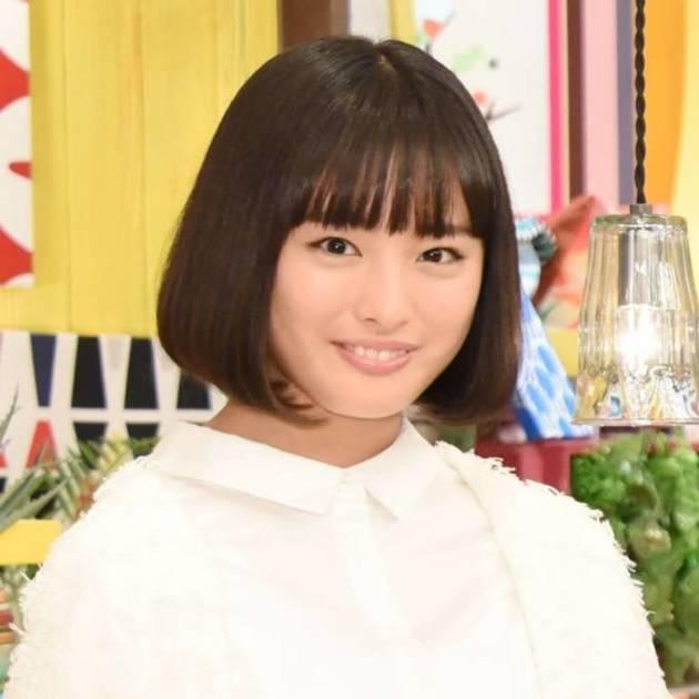大友花恋、赤いワンピースのお茶目SHOT「愛しすぎる」「さすがトップモデル」サムネイル画像!