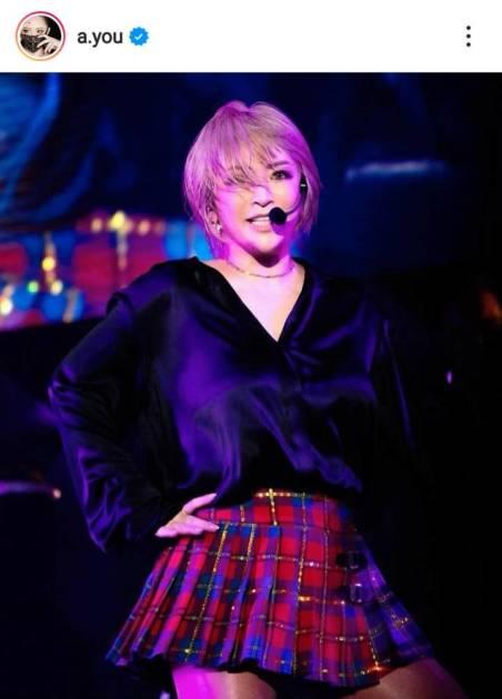 """浜崎あゆみ、美脚ミニスカの""""ええ大人""""なステージSHOTを公開サムネイル画像!"""