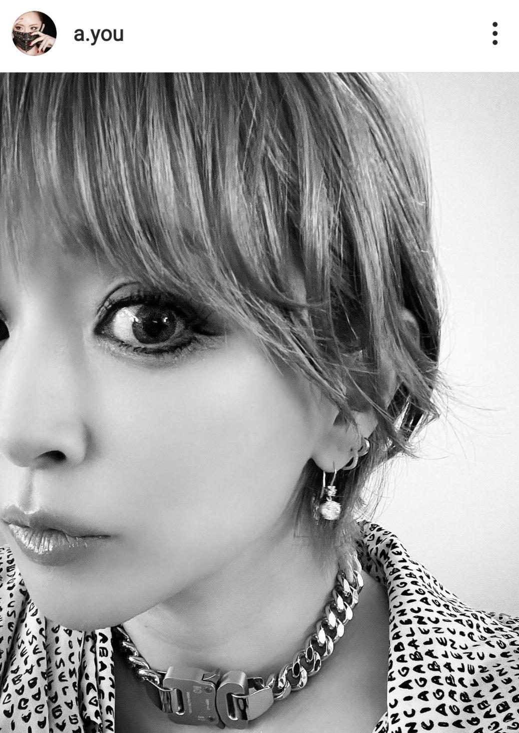"""浜崎あゆみ、自身のショートヘアの""""ポイント""""とは?「髪型とっても好評でうれぴ」"""