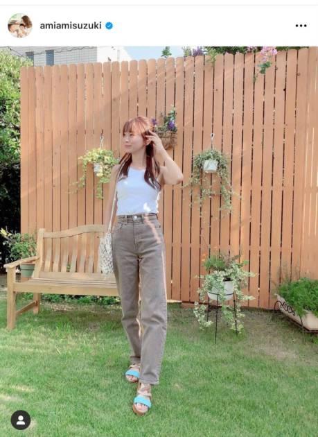 鈴木亜美、美スタイルの肩だしコーデに反響「足長っ!?」「爽やか」サムネイル画像!