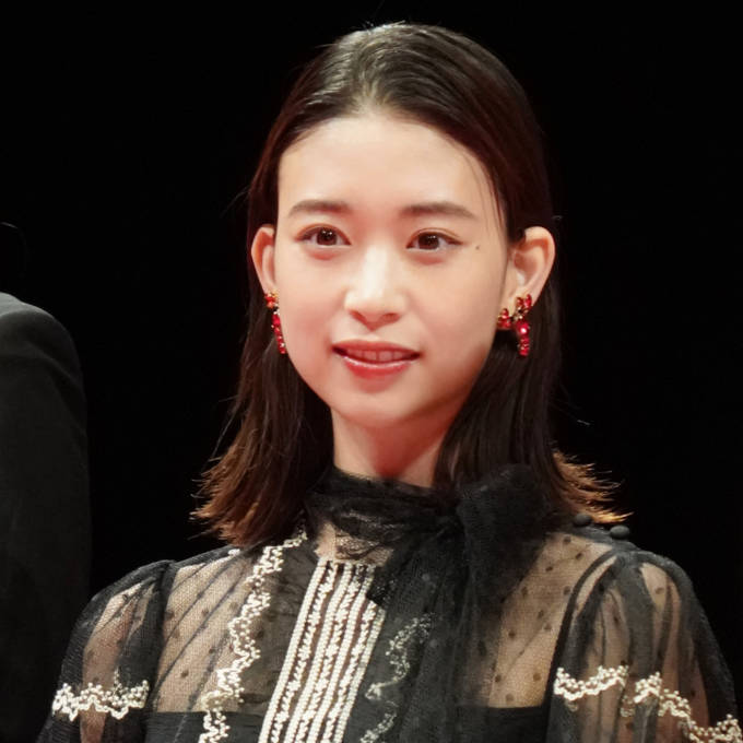 「足長くて素敵」森川葵、美スタイル際立つシックな衣装SHOTに絶賛の声「とっても綺麗です」