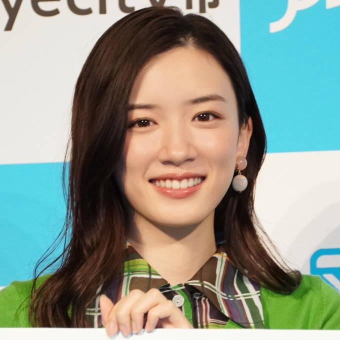 永野芽郁、スイカを頬張る笑顔SHOTに「可愛すぎる」「めっちゃ癒されました」の声