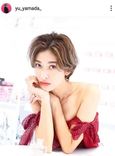 山田優、美デコルテの赤ドレスSHOTに「女神様」「とっても綺麗です」の声サムネイル画像!