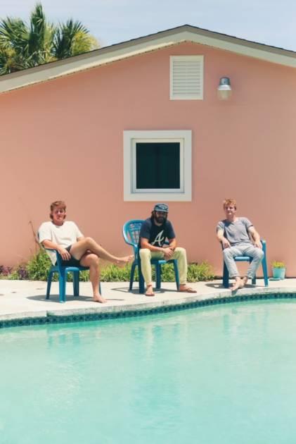 サーフェシズ、ベニー・シングスやトーマス・レットを迎えた最新アルバムのデラックス盤発表サムネイル画像!