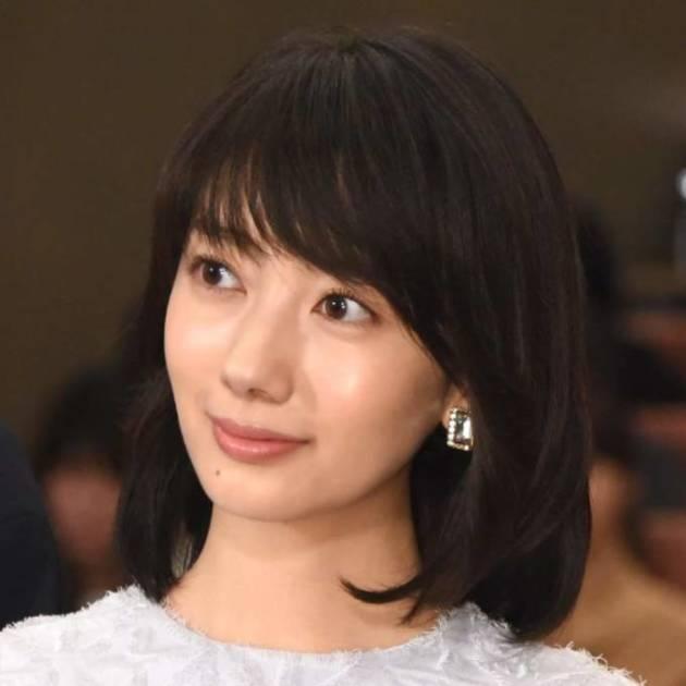 波瑠、美スタイルの衣装SHOTに反響「スタイルよすぎ」「永遠の美貌」サムネイル画像!