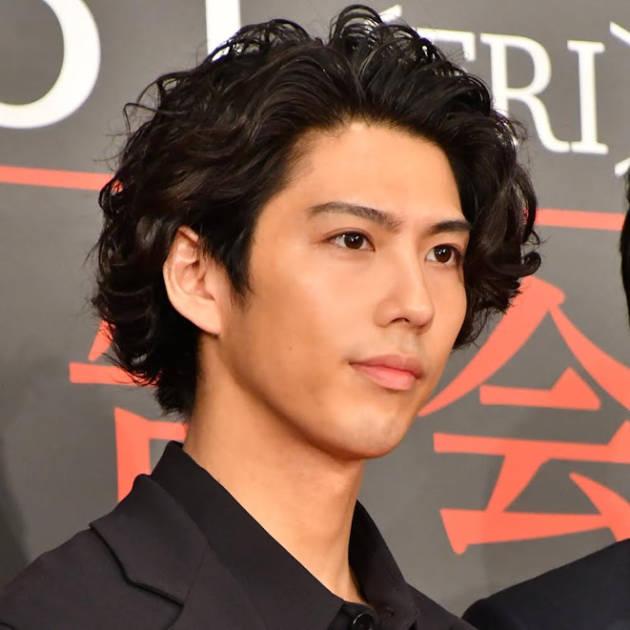 賀来賢人、『TOKYO MER』笑顔の集合SHOT公開「うるうるしました」「最高のチーム」サムネイル画像!