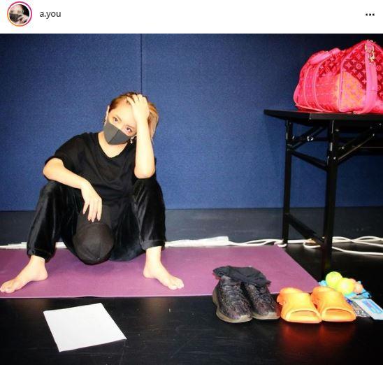 浜崎あゆみ、お座りSHOT公開&自宅でのマイルール明かす「とにかく何でもかんでも…」
