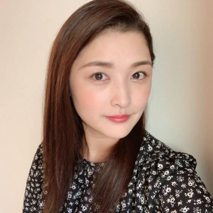 """「2児の母には見えません」石川梨華、""""髪伸びました""""約2ヶ月ぶりの自撮りSHOTに反響「とびきりの美人さん」"""