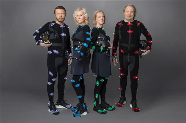 ABBA、11月5日発売のニュー・アルバム『ヴォヤージ』の先着購入特典デザインが決定サムネイル画像!