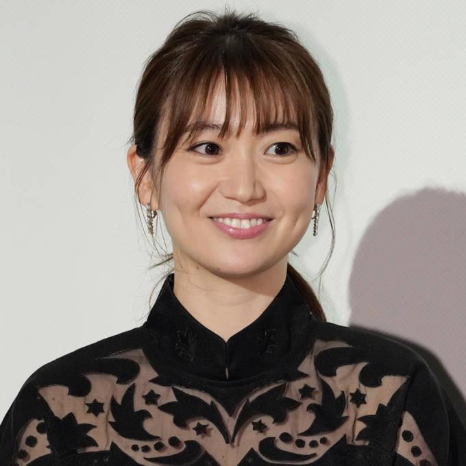 大島優子、弁護士姿のスーツSHOTに反響「惚れる」「イケメンすぎる」