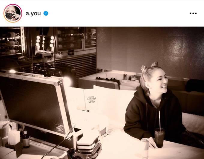 浜崎あゆみ、リラックスした雰囲気の笑顔SHOTを公開